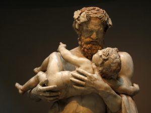 Lysippos . Sileno segurando o menino Dionysos em seus braços